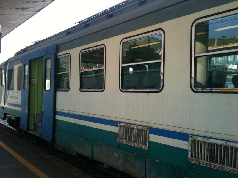 Treni regionali troppo vecchi in Campania: l'allarme di Legambiente