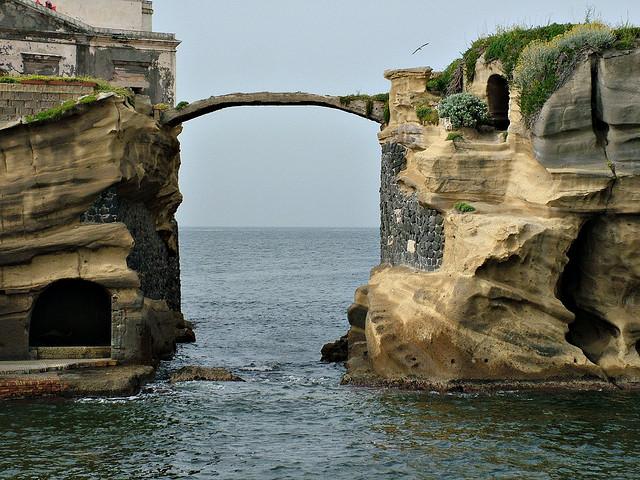 Estate a Napoli: passeggiate serali alla villa imperiale del Pausilypon