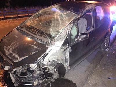 Incidente stradale a Salerno: conducente si ribalta con l'auto, ma poi sparisce