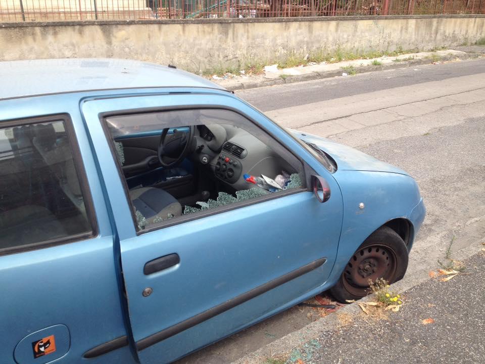 Josi Gerardo Della Ragione denuncia l'auto vandalizzata di un suo consigliere: