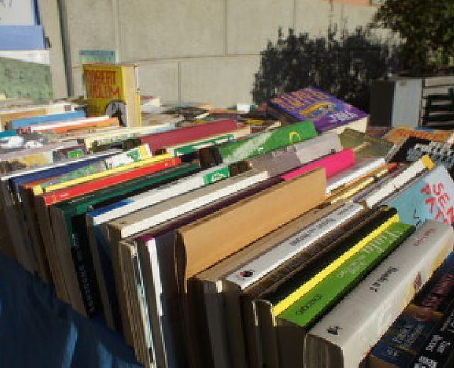 Mercatino di libri usati in un bar di Ercolano