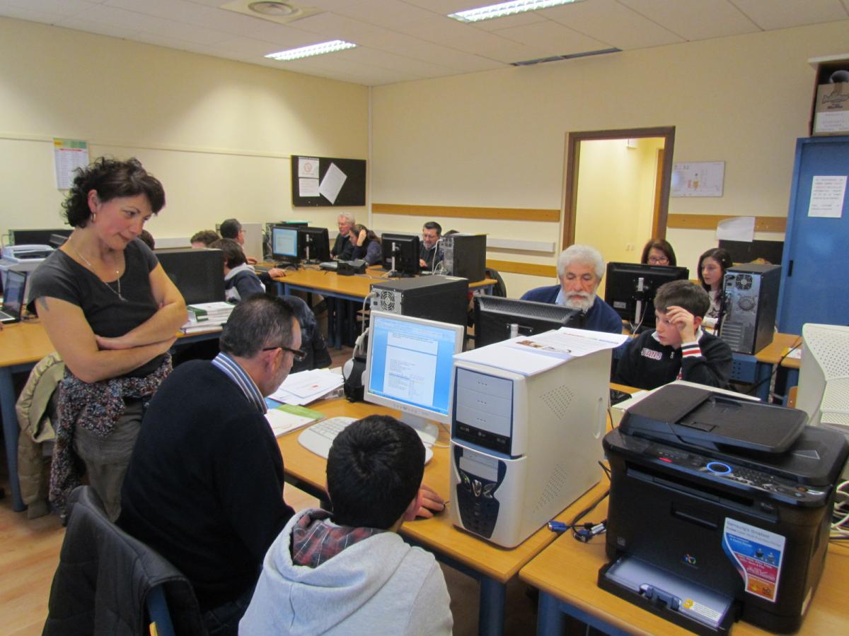 """""""Nonni su internet"""": il programma di Poste Italiane per avvicinare gli anziani al mondo del web"""