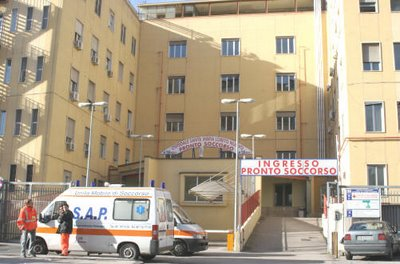 Reagisce a una rapina, 52enne finisce in ospedale a Napoli