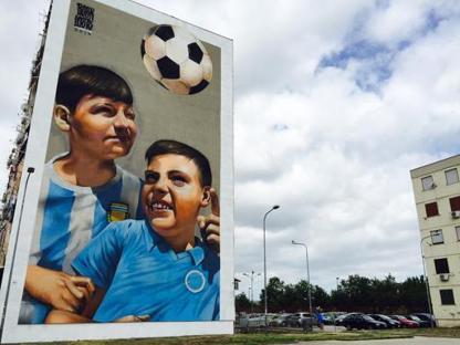 Street art a Napoli: Luigi de Magistris inaugura il maxigraffito a Ponticelli