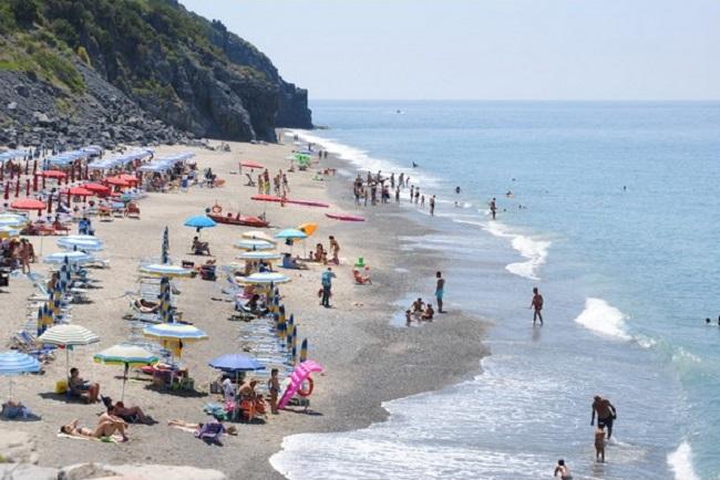 Auto svaligiate sulle spiagge del Cilento. Agenti sventano un colpo in località Licinella, Capaccio.