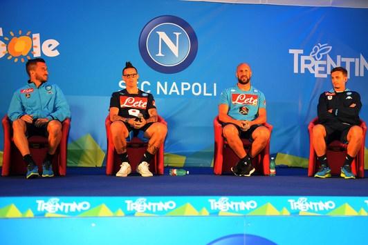 I giocatori del Napoli rispondono alle domande dei tifosi azzurri