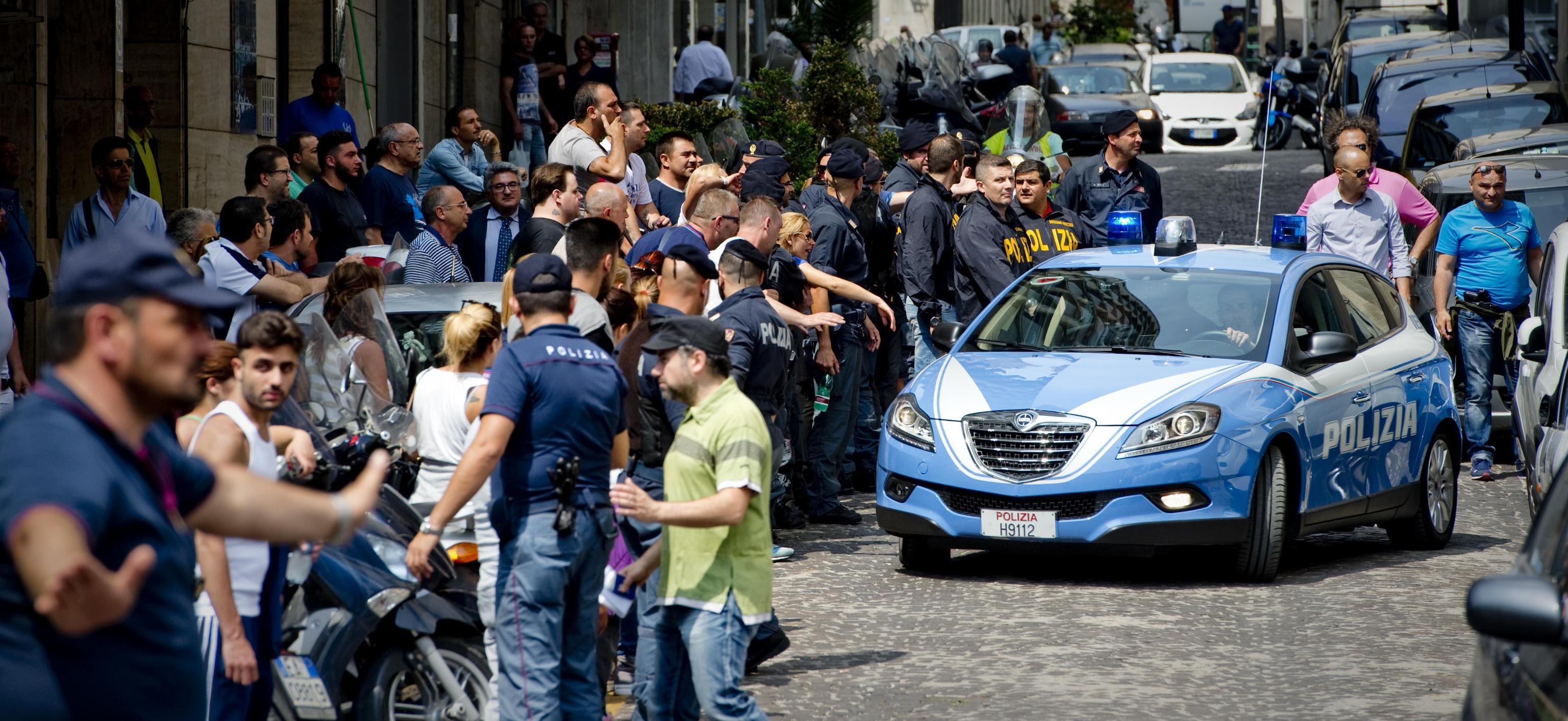 Forcella: ancora spari nella notte a Napoli, morto il baby boss Emanuele Sibillo