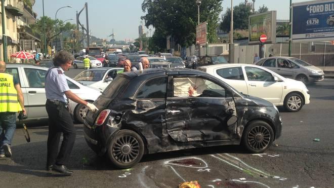Incidente d'auto a Fuorigrotta: gravi 4 giovani