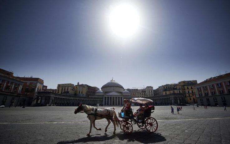Pasqua a Napoli: folla di turisti nel capoluogo Campano