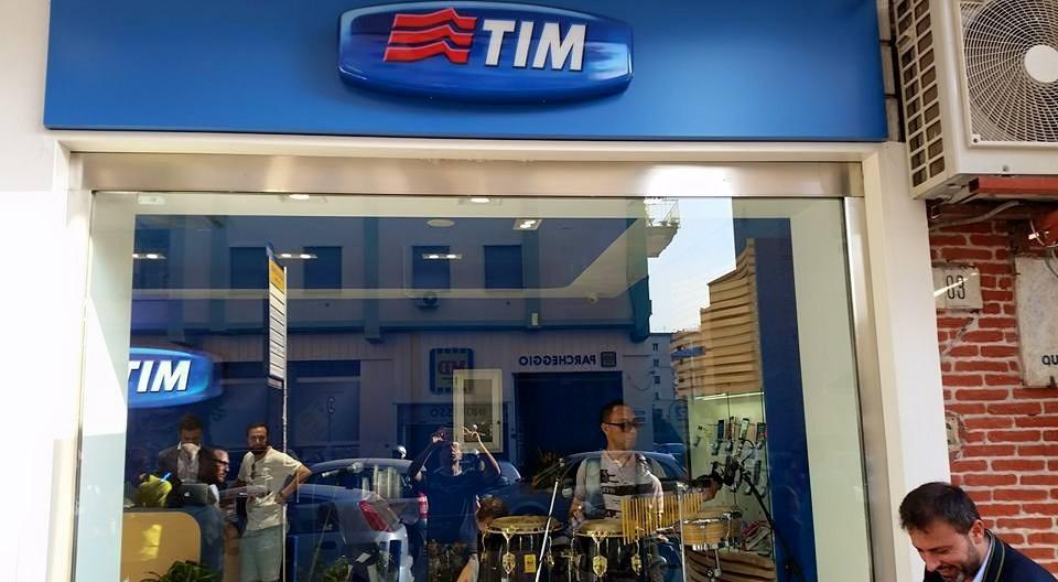 Prima vetrina touch della TIM a Napoli: promessa mantenuta