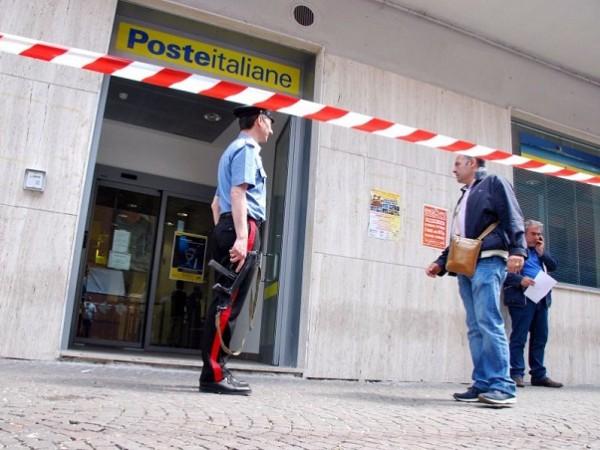 Rapina alle poste a Napoli: bottino di 120 mila euro