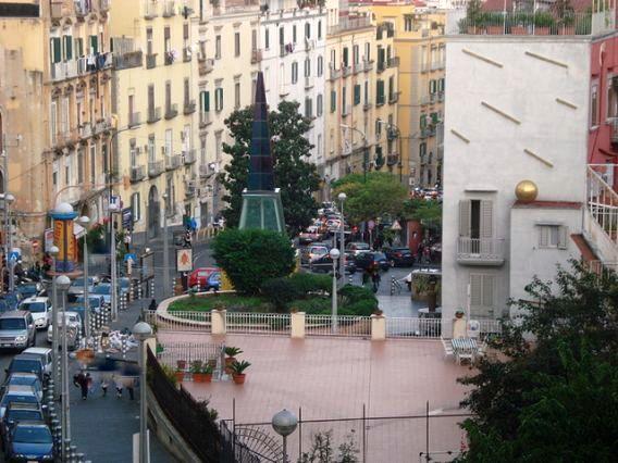 Spari nella notte a Napoli, due persone ferite