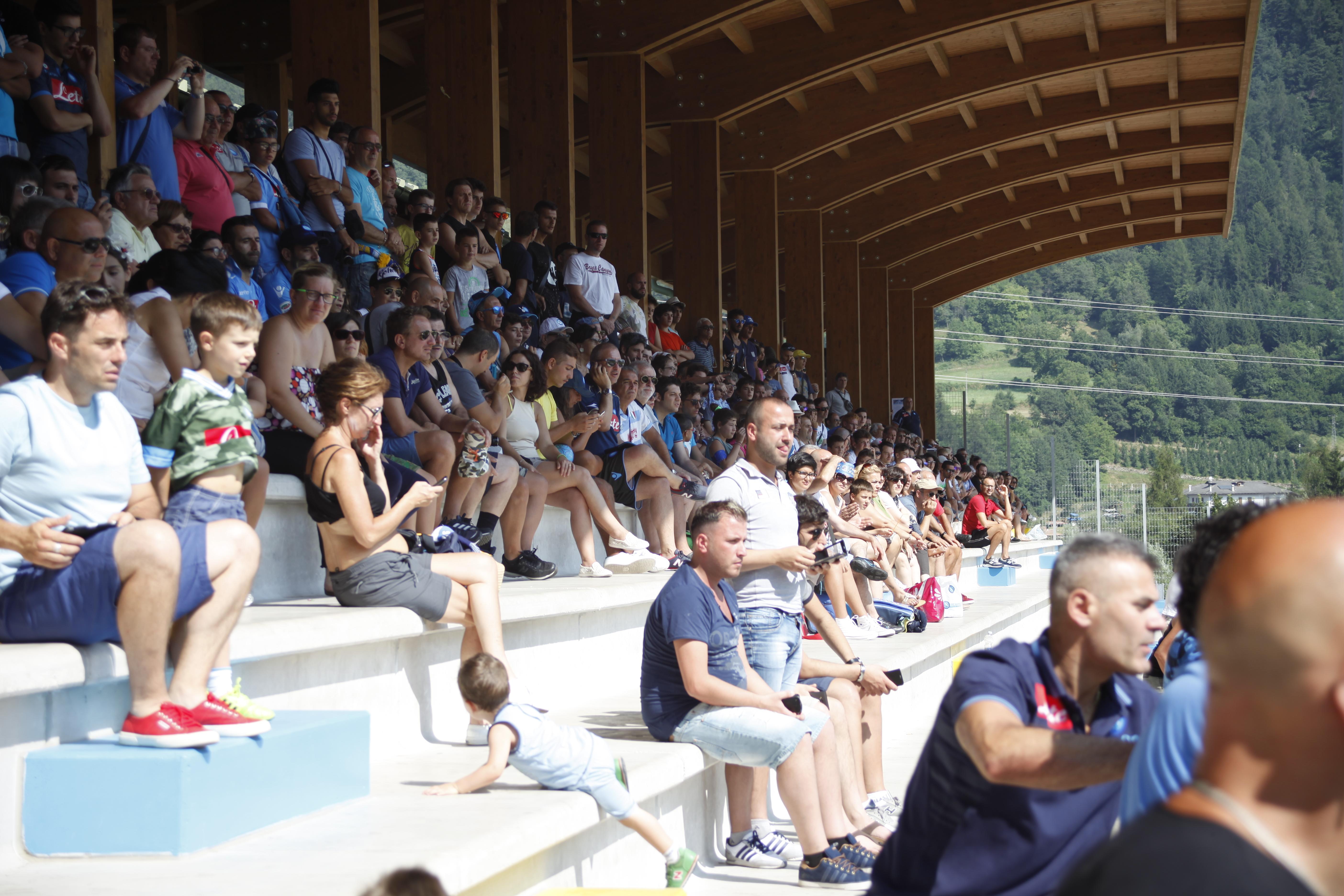 Tifosi azzurri a Dimaro: tra entusiasmo e simpatici aneddoti (Video)