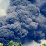 Incendio a Giugliano: deposito giudiziario in fiamme