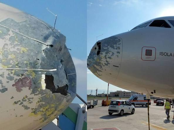 Alitalia: aereo colpito da forte grandinata costretto ad atterraggio di emergenza a Napoli