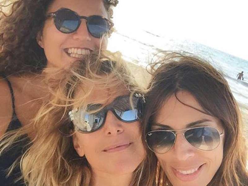 Barbara D'Urso in vacanza con la moglie e la figlia di Pino Daniele