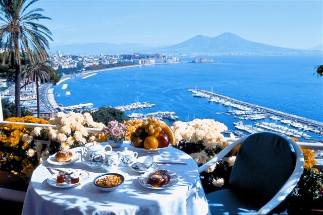 Boom turismo a Napoli: incremento del 71% di camere occupate