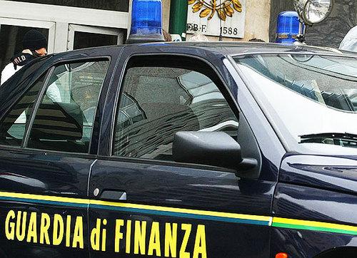 Corriere arrestato dalla Finanza: aveva in auto un kilo e mezzo di eroina