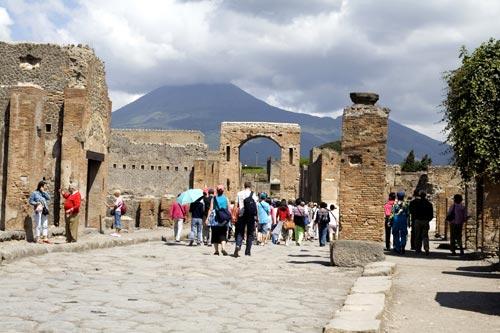 Ferragosto tra Scavi e Vesuvio: ok turisti