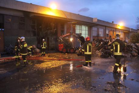 Incendio distrugge fabbrica e birrificio nel salernitano