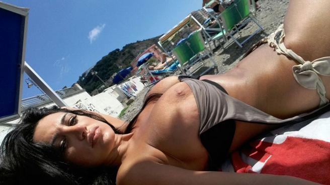 Aspettando la Serie A: Marika Fruscio incanta i suoi followers con 'Diretta Spiaggia'