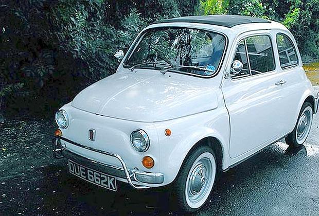 Sorelle vivono in auto, da mesi la loro casa è una Fiat 500