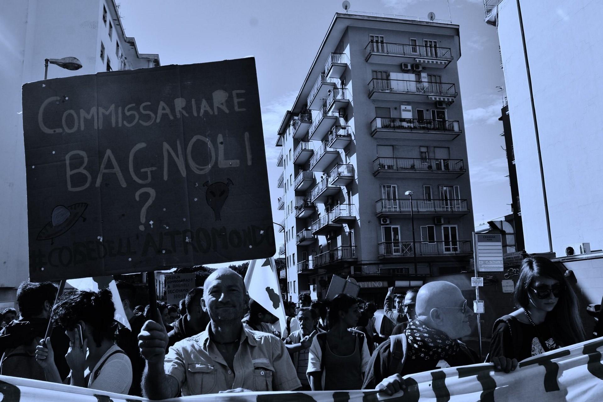 Bagnoli, cittadini occupano la X Municipalità (FOTO)