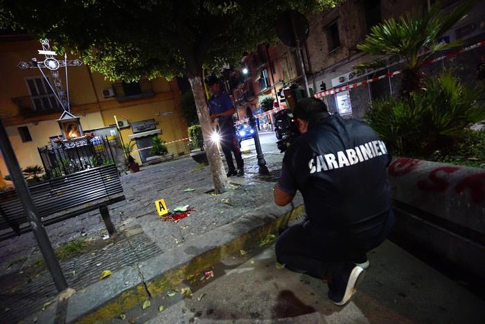 Agguato a Napoli: muore 57enne colpito alla testa da due sicari