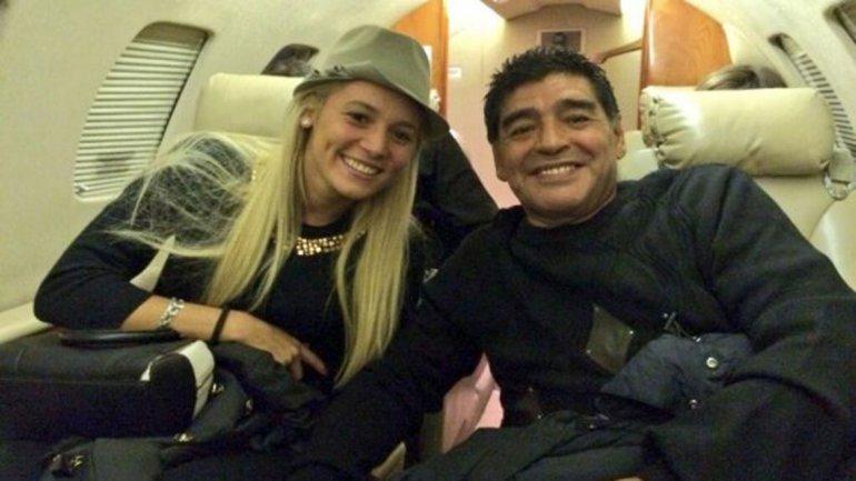 Maradona sposa Rocio Oliva e chiede la benedizione di Papa Francesco