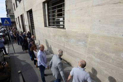 Nicola Barbato: catena umana intorno alla Questura di Napoli