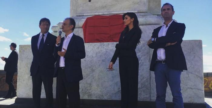 Restaurata Colonna spezzata: Presenti all'inaugurazione De Magistris e Belen Rodriguez