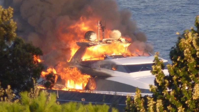 Il Napoli infiamma il San Paolo, De Laurentiis il suo yacht