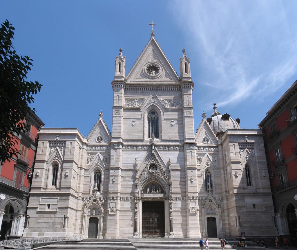 Duomo di Napoli occupato da senzatetto