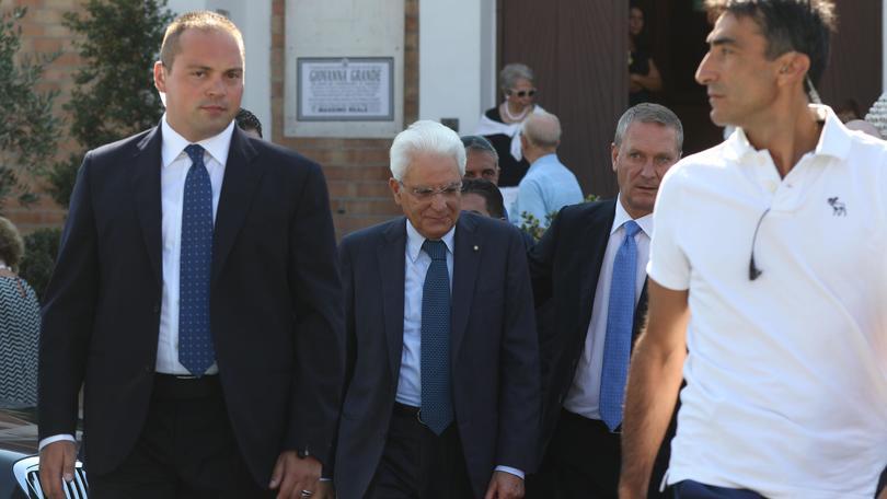 Mattarella visita il poliziotto ferito