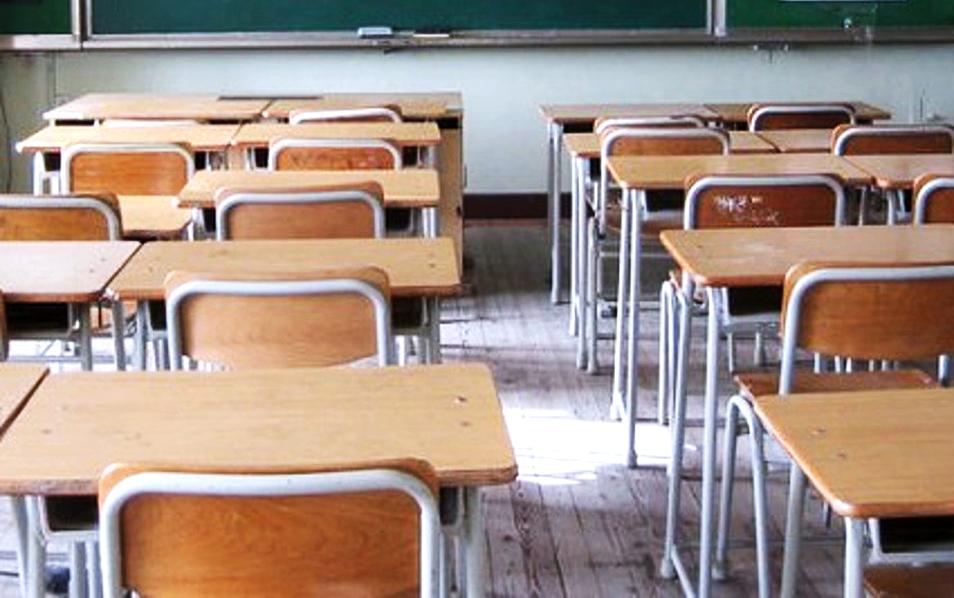 Covid, impennata di contagi in Francia: chiuse 22 scuole