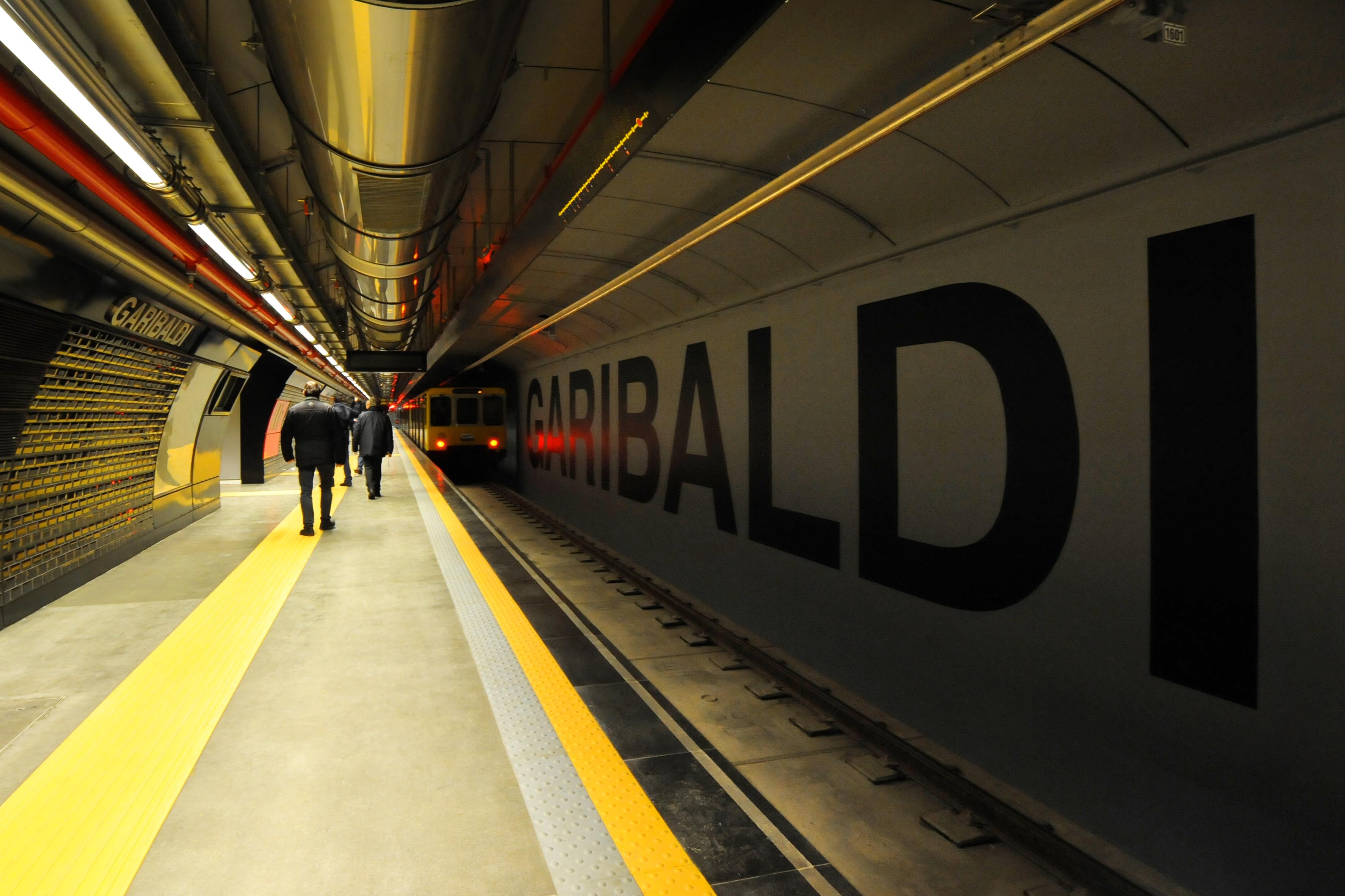 suicidio in metropolitana