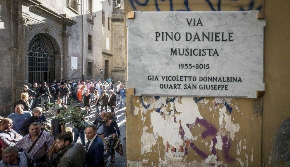 """""""Quando Napoli ama, ama per sempre"""", Antonello Venditti in via Pino Daniele"""