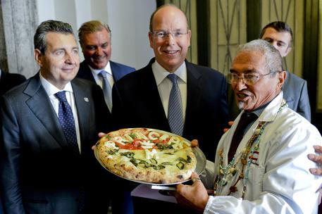 Alberto di Monaco: a Napoli arriva la pizza per il Principe