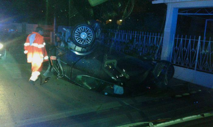Incidente a Salerno: la macchina si ribalta su se stessa, illesi i passeggeri