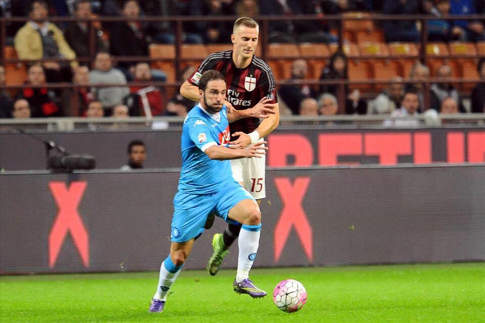 Milan Napoli 0-4: azzurri padroni a San Siro. Show del Napoli a San Siro contro il Milan travolto da un 0-4 e contestato duramente dai propri tifosi