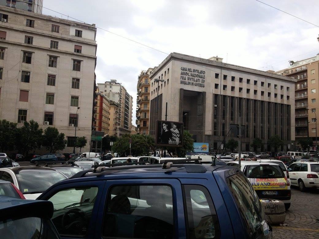 Caos e degrado in piazza Matteotti