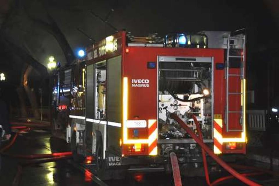 Autobus prende fuoco al Vomero, passeggeri e conducente in fuga