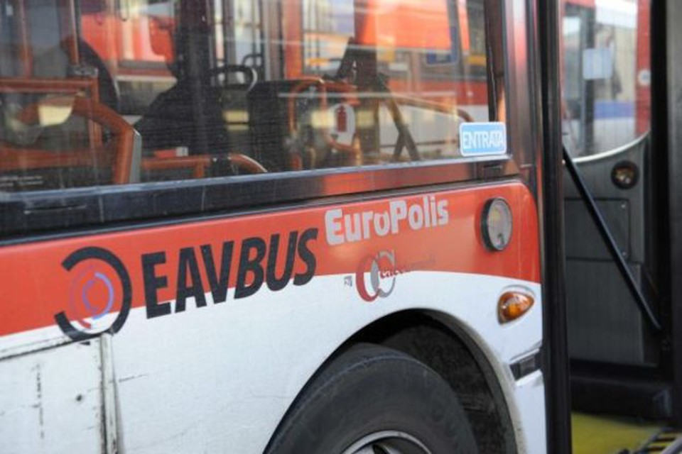 Calciatore aggredisce controllore bus a Procida