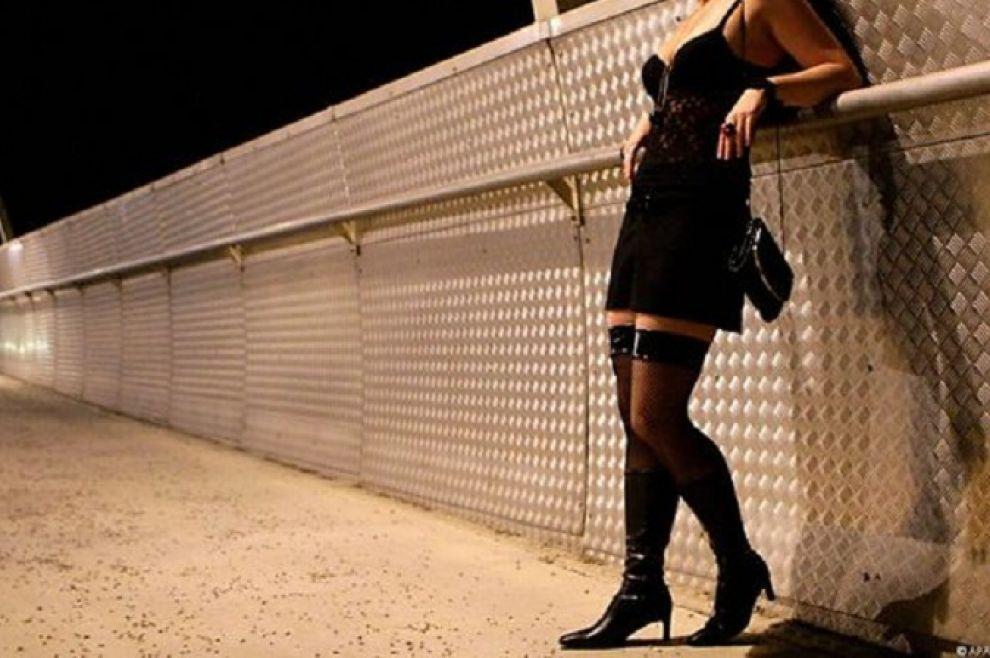 Approfittava della sua compagna disabile facendola prostituire.