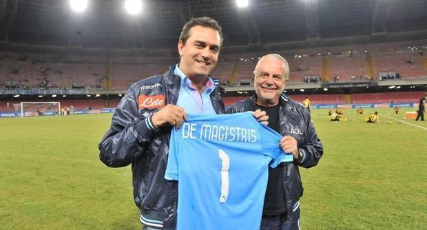 De Magistris si tinge di azzurro (i capelli)... ma se il Napoli vince lo scuedetto