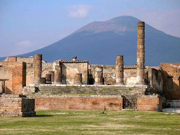 Eruzione del Vesuvio, il 17 e 18 ottobre prove di evaquazione
