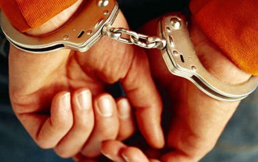 Rapina a Napoli: cacciavite alla gola di una 65enne, presi i rapinatori