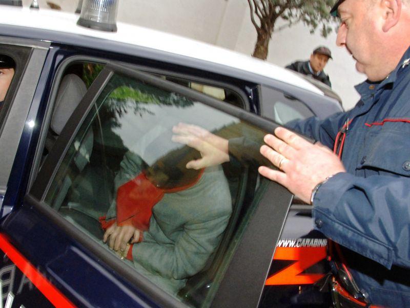 Furto di rame in cimitero del Napoletano: 3 arresti