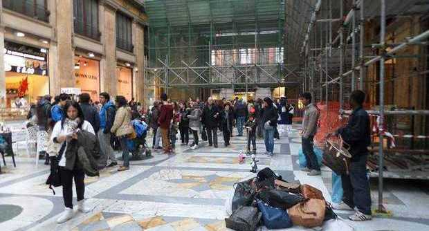 Galleria Umberto, vigili aggrediti durante sequestro