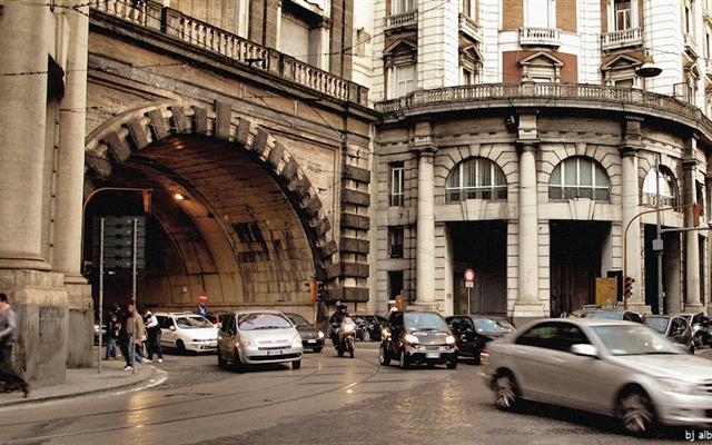 Galleria Vittoria, traffico deviato per lavori